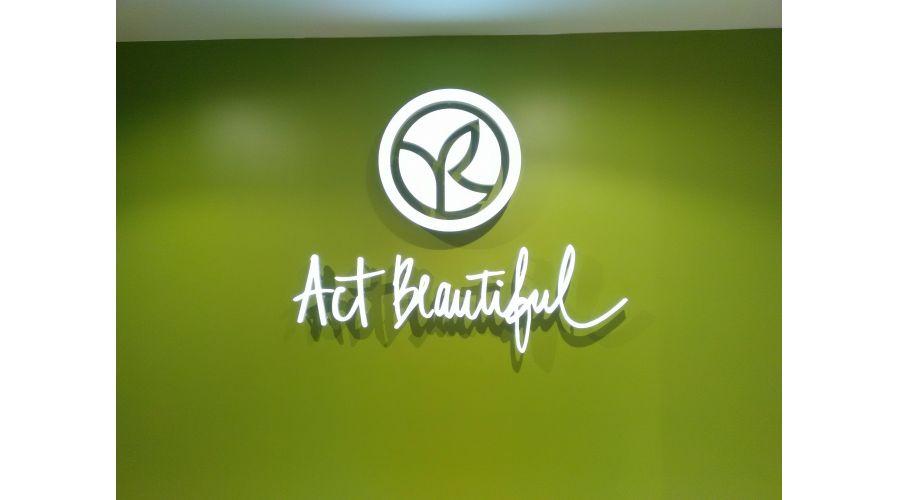 ACT BEAUTIFUL YVES ROCHER