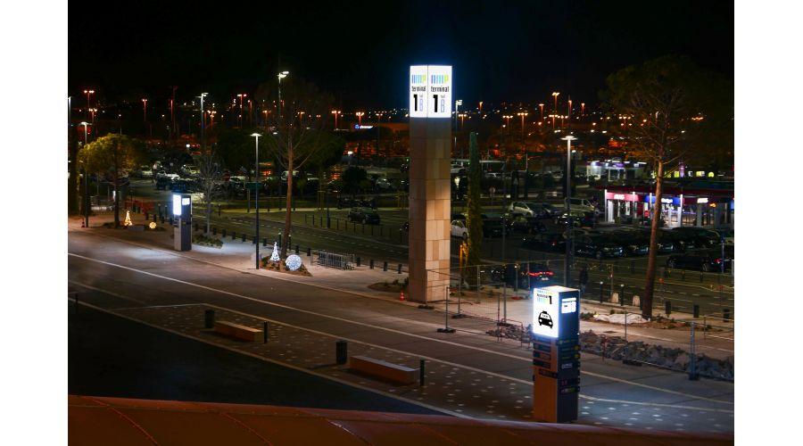 Totems du parvis de l'aéroport Marseille Provence